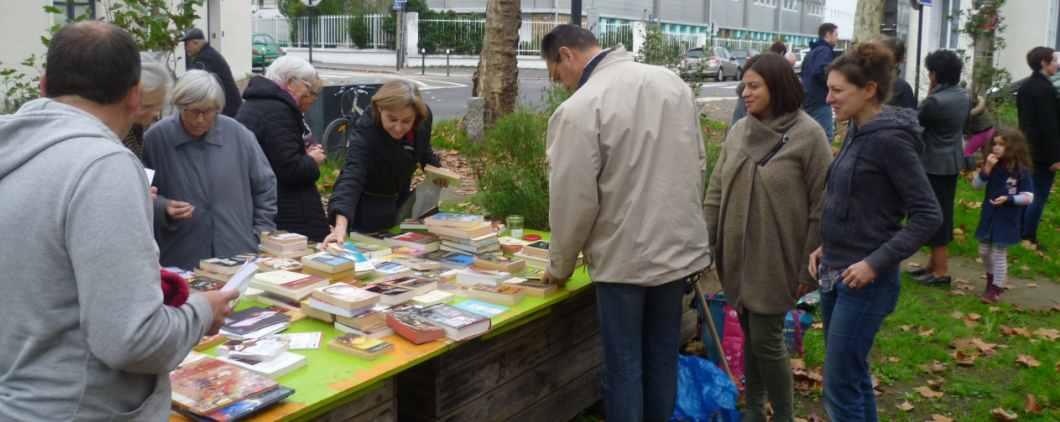 Jardinage et troc de livres sur la place du 116 !!